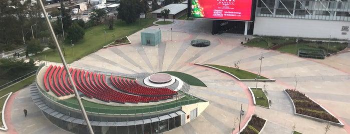 Plaza Bicentenario is one of Posti che sono piaciuti a Lucy.