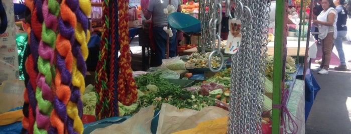 Tianguis de los domingos is one of Tempat yang Disukai Víctor Eugenio.
