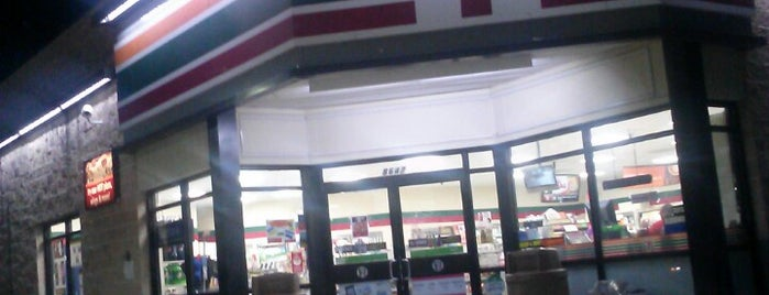7-Eleven is one of Locais curtidos por Jennifer.