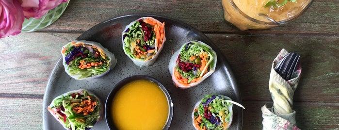 ImmAim Vegetarian Cafe อิ่มเอมอาหารมังสวิรัติ is one of สถานที่ที่ (((ekin))) ถูกใจ.