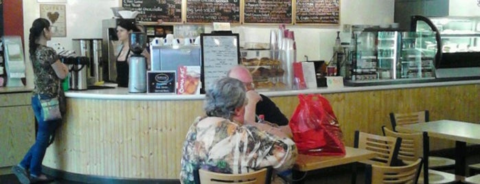 Red Line Cafe is one of Locais curtidos por Mike.