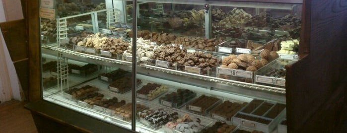 Cousin's Candy Shop is one of Britney 님이 저장한 장소.