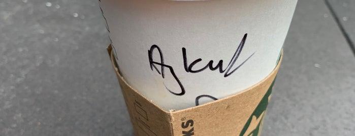 Starbucks is one of Lugares favoritos de Fatih.