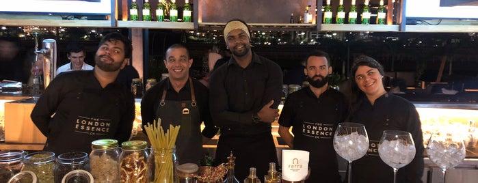 Ferra Restaurante & Lounge Bar is one of Locais salvos de Adriane.