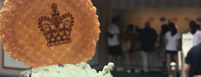 Windsor Castle Ice Cream is one of Heloisa'nın Beğendiği Mekanlar.