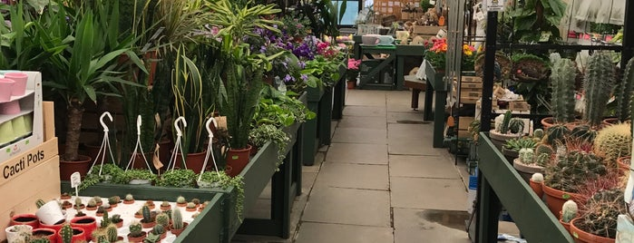 Bardills Garden Centre is one of Phat's Liked Places.