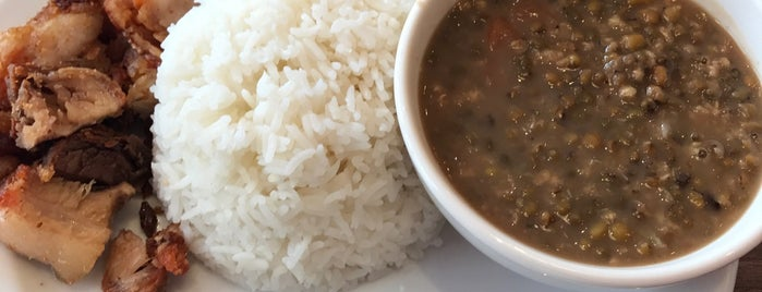 Kamayan Fil-Thai Restaurant is one of สถานที่ที่ Gabriele ถูกใจ.