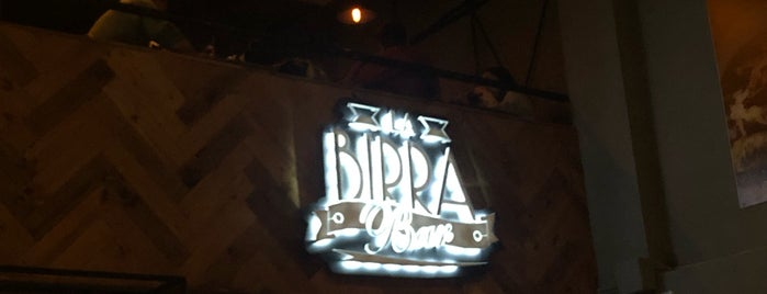 La Birra Bar is one of Locais curtidos por Florencia.