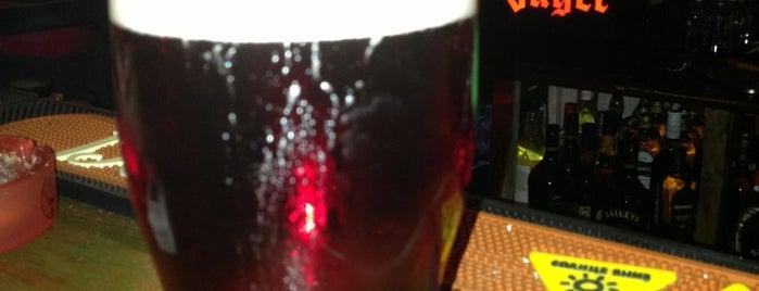 Clever Irish Pub is one of สถานที่ที่ Roman ถูกใจ.