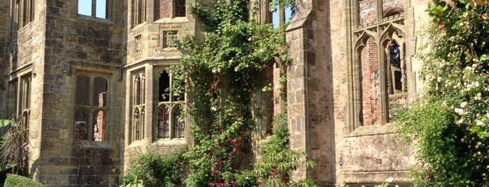 Nymans National Trust is one of Lugares favoritos de Katie.