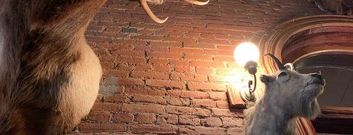 Buckhorn Steakhouse is one of Orte, die Jasmin gefallen.