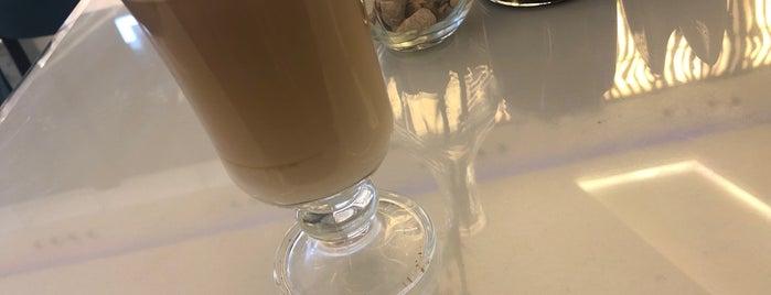 Caffè Di Classe is one of Locais salvos de Queen.