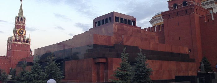 Lenin's Mausoleum is one of культурно развиваемся.