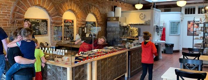 Nuance Chocolate is one of Orte, die Karen gefallen.