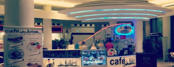 Cafe İstanbul is one of Posti che sono piaciuti a Mustafa.