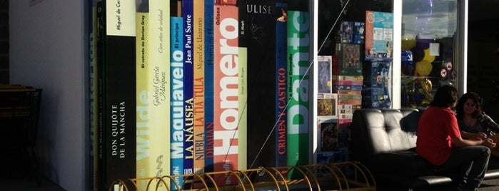 Librería Gandhi is one of Posti che sono piaciuti a Pelón.