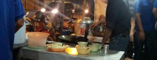 Chinese Food Khas Surabaya Pak kabul is one of Lieux qui ont plu à Devi.
