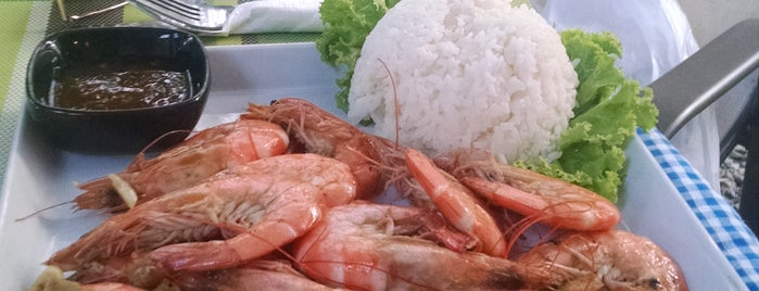 Sharky's Restaurant & Grill (Kai Bae) is one of สถานที่ที่ Vladimir ถูกใจ.