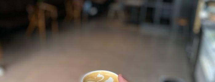 Latteria Cafe is one of Locais curtidos por Majed.