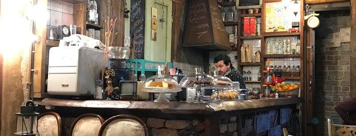 Şehrengiz Cafe Balat is one of İstanbul.