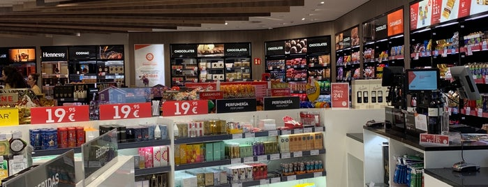 Madrid Duty Free T1 is one of Locais curtidos por Jano.