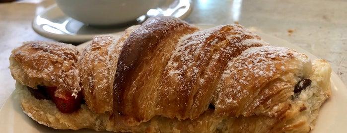 Amandine Patisserie Cafe Brentwood is one of Lieux qui ont plu à Fabio.