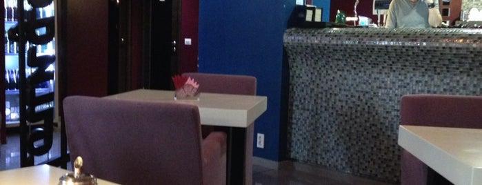 Lounge Cafe is one of Orte, die Vlad gefallen.