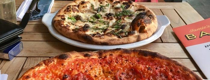 Jamie's Italian Restaurant is one of สถานที่ที่ Tibor ถูกใจ.