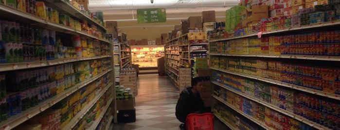 99 Asian Supermarket is one of Lieux qui ont plu à Eric.