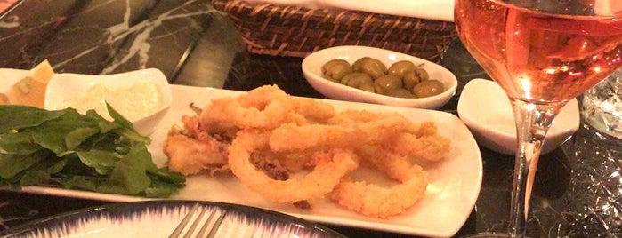 Moya Brasserie is one of Orte, die ilker gefallen.
