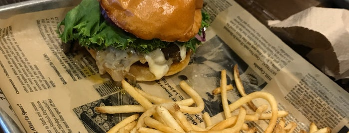 Araxi Burger is one of สถานที่ที่ Eve ถูกใจ.
