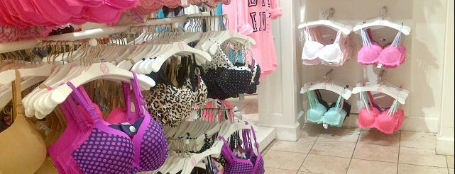 Victoria's Secret is one of Lieux qui ont plu à Caitlin.