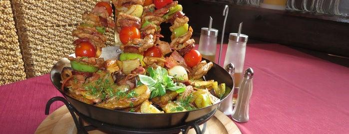 Engerau restaurant is one of Locais curtidos por Martin.