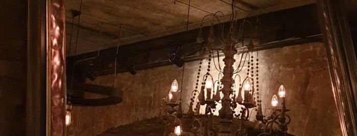 19 Bar & Atmosphere is one of Ресторан.