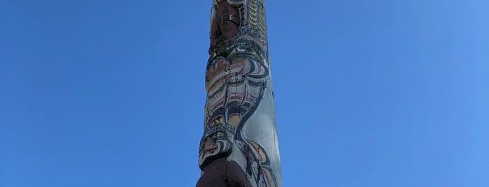 The Totem Pole is one of Locais curtidos por Carl.