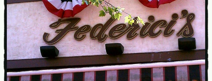 Federici's Family Restaurant is one of Locais salvos de Lizzie.