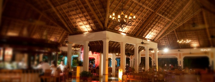 Moments Lobby Bar is one of Puerto Morelos.