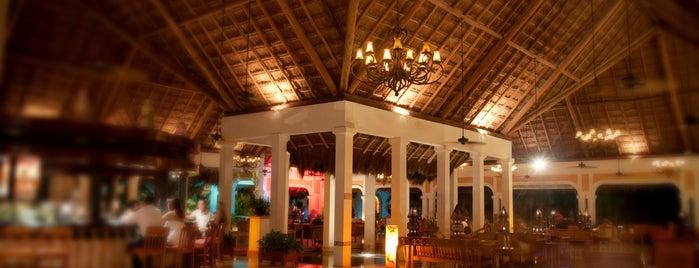Moments Lobby Bar is one of สถานที่ที่ Maria del Pilar ถูกใจ.