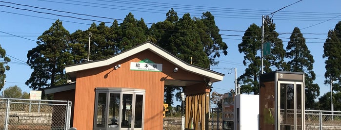 Wakimoto Station is one of JR 키타토호쿠지방역 (JR 北東北地方の駅).