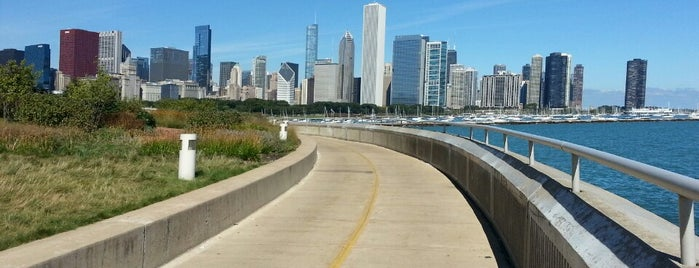 Lakefront Trail is one of Lugares favoritos de Leandro.