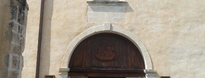 Maison de la Truffe et du Vin du Luberon is one of Luberon adresses.