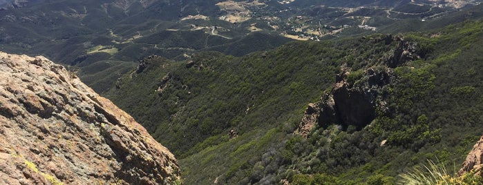 Sandstone Peak is one of Lugares favoritos de Leland.