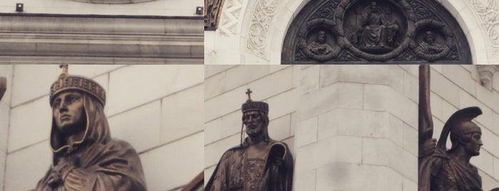 Смотровая площадка Храма Христа Спасителя is one of Floreさんのお気に入りスポット.
