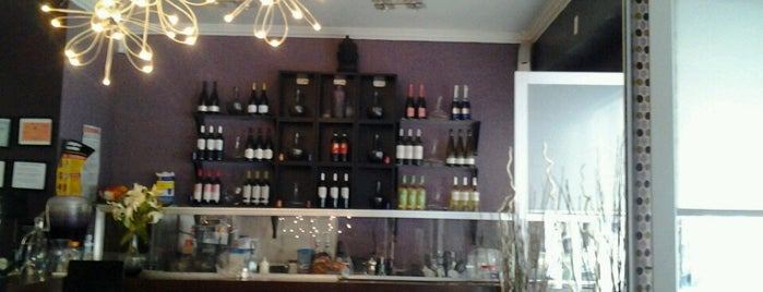 Simplicity Wine Bar is one of IfeMichelleさんのお気に入りスポット.