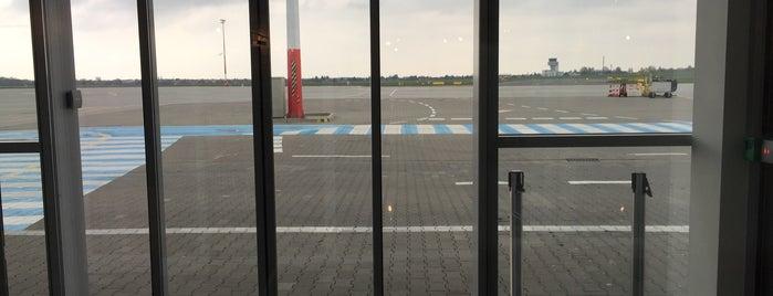 Gate 2 is one of Poznań Ławica Airport (POZ).