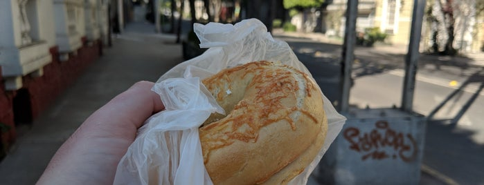 A vuelta de bagel is one of Mexico City.