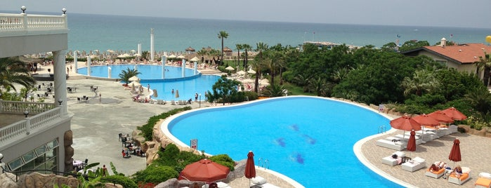 Starlight Resort Hotel is one of Hasan Şahinさんのお気に入りスポット.