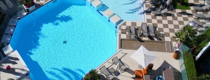 Piscine Hotel Martinez is one of Favourites.