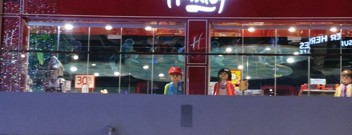 Hamleys is one of Singapore 🇸🇬.