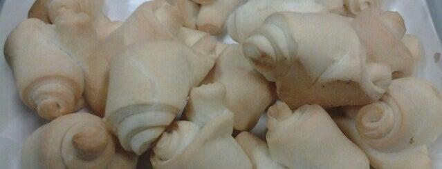 Alimentari San Martin is one of Las mejores medialunas.